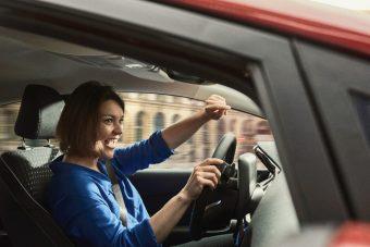 Ideges vagy vezetés közben? Énekelj!