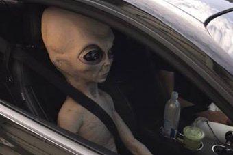 Földönkívülit találtak a gyorshajtó autójában