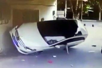 Hihetetlen, hogyan borította fel a nő az autóját