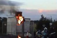 Pokoli lángokkal éget egy BMW az M0-son 1