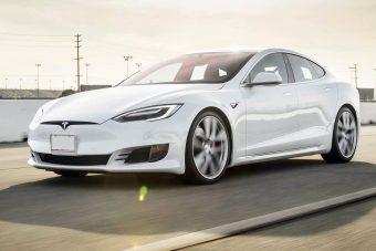 5 videó bizonyítja, hogy a Tesla legyőzi a világot