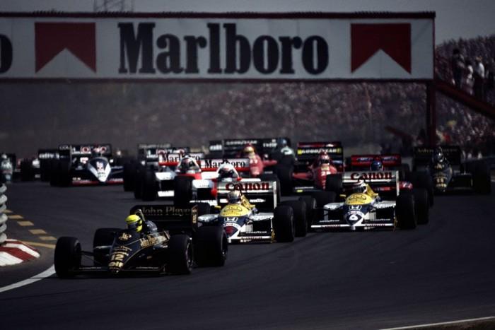 1986 - Az első Magyar Nagydíj rajtja - a futam örökké emlékezetes marad a lotusos Senna és kétszeres bajnok honfitársa, a williamses Piquet csatájáról
