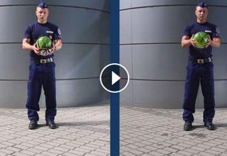 Szétrepedt dinnyével üzen a bringásoknak a rendőrség