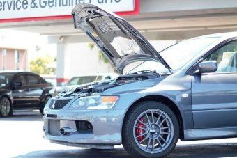 A világ pénzét kifizetik ezért a 11 éves, de új Mitsubishi Lancer EVO-ért
