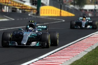 F1: Hamilton Magyarországon kapott vérszemet