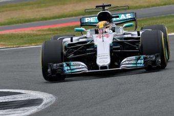 F1: Vettel Hamilton nyakán az esős edzésen