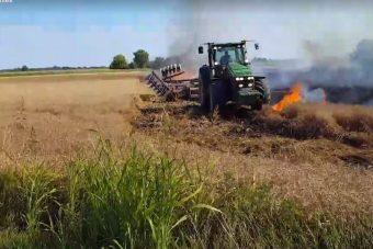 Videón a lángoló búzamezővel harcoló magyar gazda