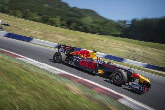 F1: Ralivilágbajnokot ültetett autóba a Red Bull - videó