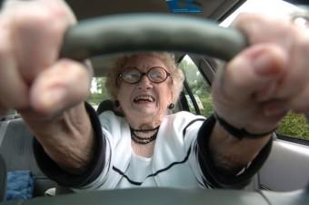 Nem tudott aludni a nyugdíjas hölgy, ezért 240 km/órával megküldte autóját