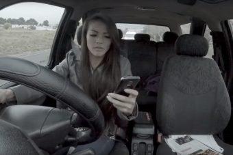 Változás, ezt tudnod kell a kocsiban telefonálásról