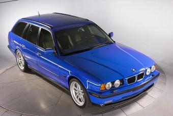 Kettő van ebből a BMW-ből, az egyik eladó