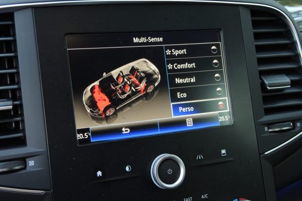 A Multi-sense rendszer képes beavatkozni a gázreakció, a kormányrásegítés mértékébe, az automata váltó működésébe, variálja a műszerfal színeit, a hallható motorhangokat és a belső fények működését