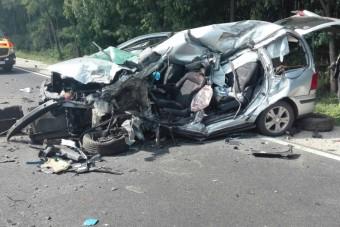 Brutális baleset, lezárták a 4-es főutat
