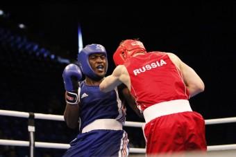 Autó jár az orosz bokszvilágbajnokoknak