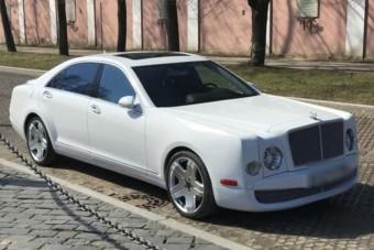 Rettentően rusnya lett ez az orosz Bentley-replika