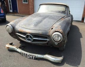 30 évig rohadt a garázsban a ritka Mercedes, így is egy vagyont ér