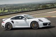 Nézd meg, ahogy két kerékre ágaskodik az 1000 lovas Porsche! 1