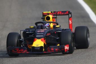 Önvezető Forma-1-gyel riogat a Red Bull-főnök