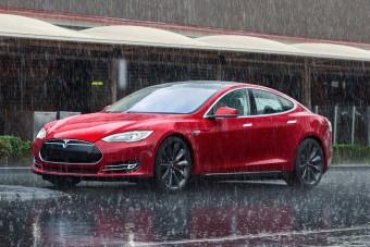 Segít menekülni a Tesla
