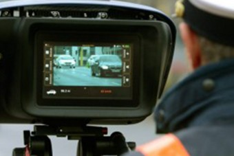 Ahogy ez a rendőr traffizott Szerencsen, attól sírni támad kedvünk
