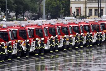Magyar tűzoltóautókat kaptak a katasztrófavédők