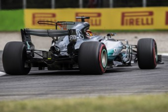 F1: A Mercedes tagadja a sumákolást