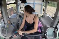 Ettől a dögös kamionos lánytól olvadt el most a Facebook 1
