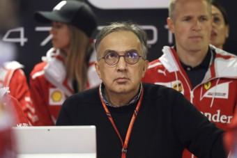 F1: A Ferrari-vezért mentegeti a Mercedes-főnök