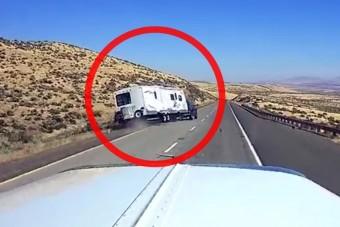 Hajmeresztő balesetet szenvedett ez a lakókocsis