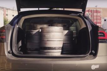 Szerinted hány söröshordó fér be egy Teslába?