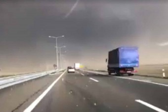 Félelmetes vihart videóztak a szerb autópályán