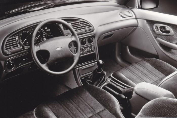 Mit tudott egy Ford 25 éve és mit tud ma? 5