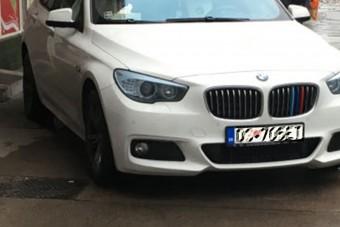 Ügyesen bújt el az eső elől ez a budapesti autós