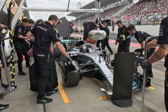 F1: Bottas és Räikkönen is összetörte - videó