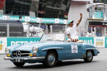 F1: Bábeli köszönet a Mercedestől - videó