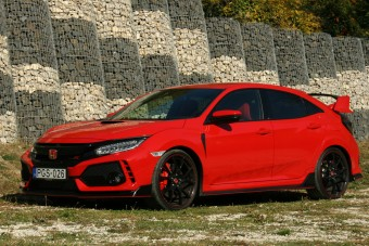 Teszten a Honda Civic Type R – Falhoz állít