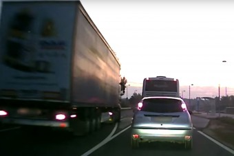 Győrben olyat előzött egy kamion, hogy égnek áll a hajunk