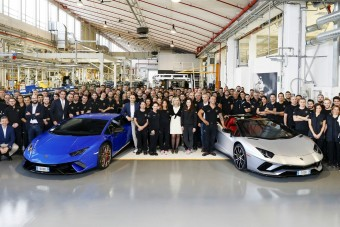 Duplán ünnepel a Lamborghini