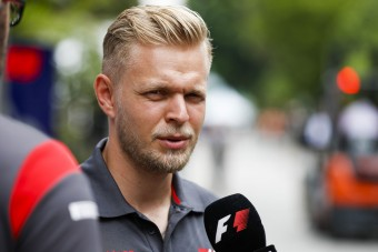 F1: Perre megy a pilóta a menedzserrel