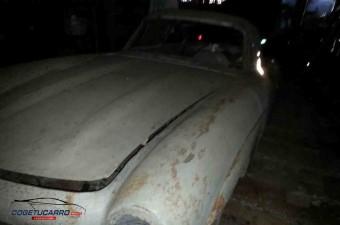 Valódi kincset, eredeti Mercedes 300SL-t találtak egy kubai pajtában