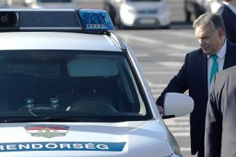 387 vadonatúj rendőrautót kapott ma a rendőrség