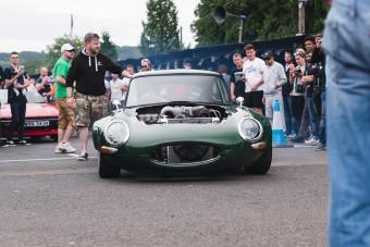 Őrült vagy zseni, aki Wankel-t rak egy Jaguar E-type-ba?