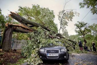 Ezt művelheti a szél vasárnap a magyar utakon