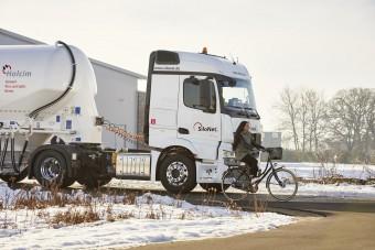 Újabb védelmet kapnak a biciklisek a teherautókkal szemben