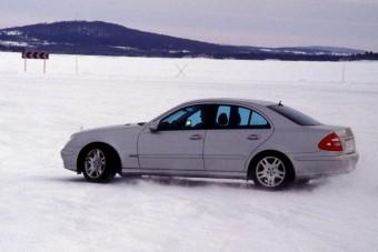Itt a tél, vegyük át a kötelező vezetési leckét, ha nem akarunk bajt
