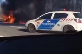 Pokoli lángokkal éget egy BMW az M0-son