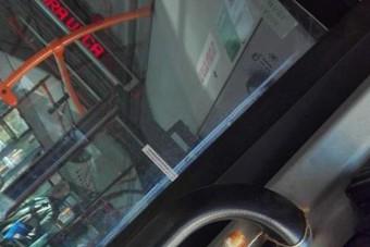 Undorító vagy poén, amit ezen a szegedi buszon csináltak?