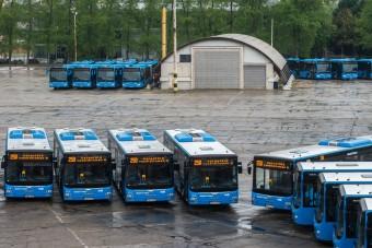 Soha nem látott busztenger ömlik Budapestre