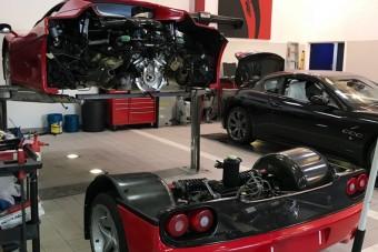 Kuplungcsere Ferrari F50-esen? Először bontsd ketté!