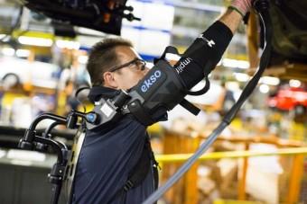 Külső csontvázba bújtatja gyári munkásait a Ford
